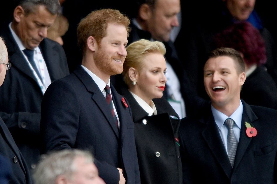 A ses côtés, il n'y avait pas n'importe qui puisque le prince Harry assistait aussi à la rencontre !