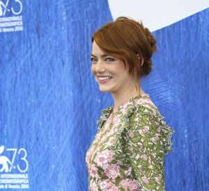 """Adepte des comédies, Emma Stone est aussi connue pour avoir joué dans """"Easy Girl"""" et """"Crazy, stupid, love""""."""