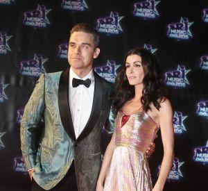 Jenifer est arrivée sur le tapis rouge au bras de Robbie Williams.