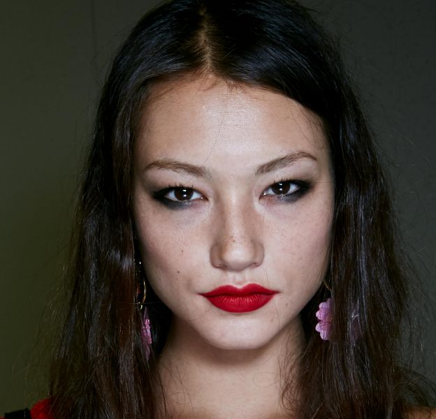 5 astuces pour un rouge à lèvres qui tient toute la journée.
