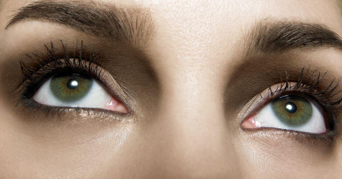 comment maquiller les yeux verts puretrend. Black Bedroom Furniture Sets. Home Design Ideas