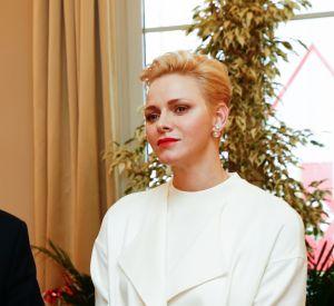 La mère des jumeaux Jacques et Gabriella étaient eux habillés dans une tenue entièrement blanche.