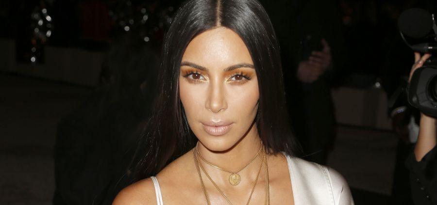 Kim Kardashian : une robe en or pour Noël