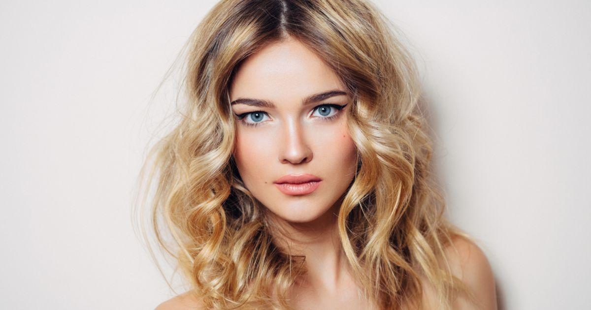 Zoom sur le hair contouring - Balayage blond venitien ...