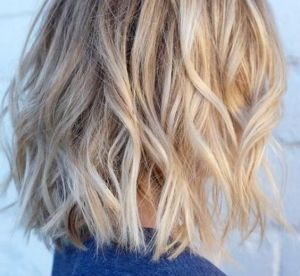 3 coiffures inratables pour cheveux mi-longs