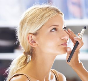Make up : vaut-il mieux utiliser les pinceaux ou les doigts ?