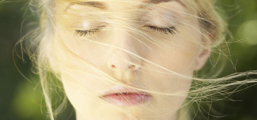 Cheveux : 3 gestes pour lutter contre les démangeaisons du cuir chevelu