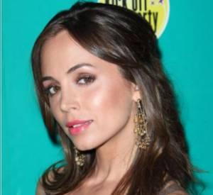 [people=2254]Eliza Dushku[/people] porte les boucles d'oreille Olé à la soirée Sony-Ericsson à Miami en mars 2009.