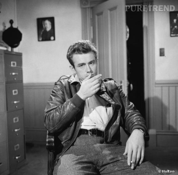 James Dean, en 1955, porte un blouson de cuir. Dans la  Fureur de vivre,  lui aussi avait participer à rendre mythique le perfecto et à en faire le symbole d'une jeunesse désabusée.