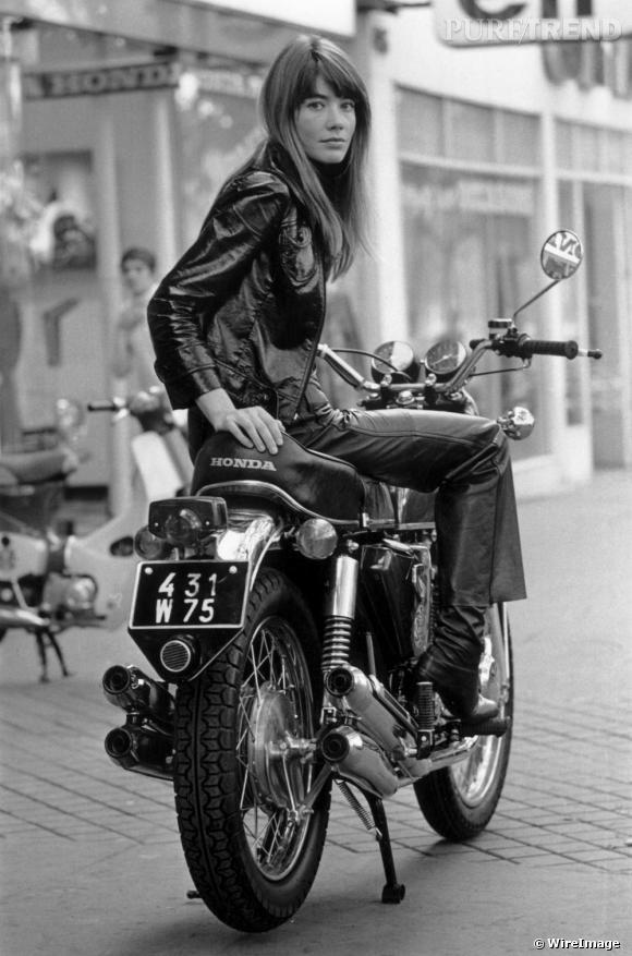 Fin 60, Françoise Hardy arborait une frange droite et légère