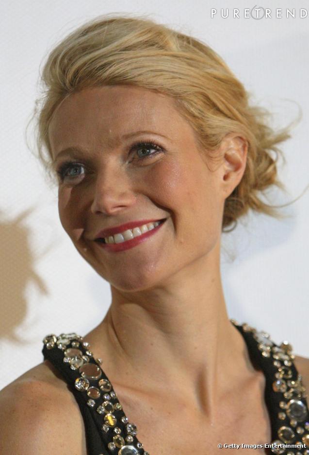 Gwyneth opte ici pour un chignon bas en flou les cheveux en arri re tout en volume et en - Chignon bas flou ...
