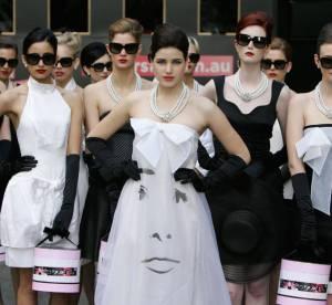 Audrey Hepburn dans les rues de Sydney
