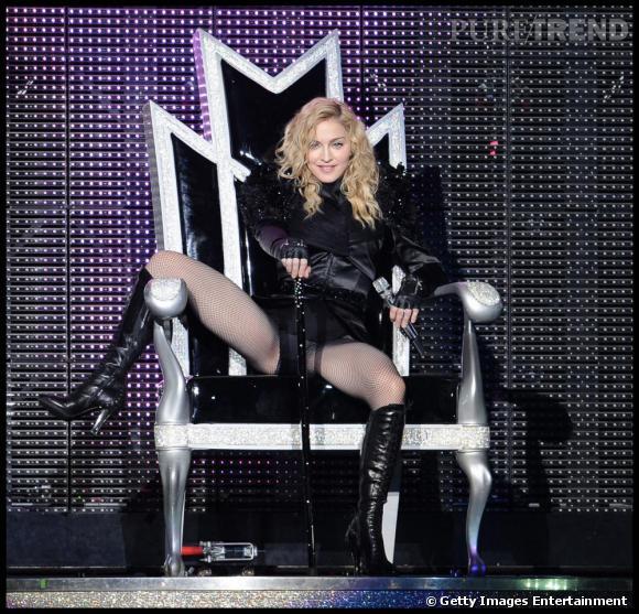 Pour sa dernière tournée, Madonne fait preuve de sobriété. Un blond naturel, une chevelure mi longue et légèrement bouclée: elle est parfaite.