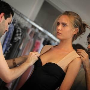 """A. Mabille : """"Une fausse robe bustier, on veut l'ajuster exactement à la poitrine avec  un petit renfort de métal pour garder exactement la forme du décolleté en coeur"""""""
