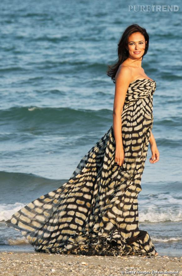 Maria Grazia Cucinotta dans une robe Roberto Cavalli pour la photocall du Festival de Venise