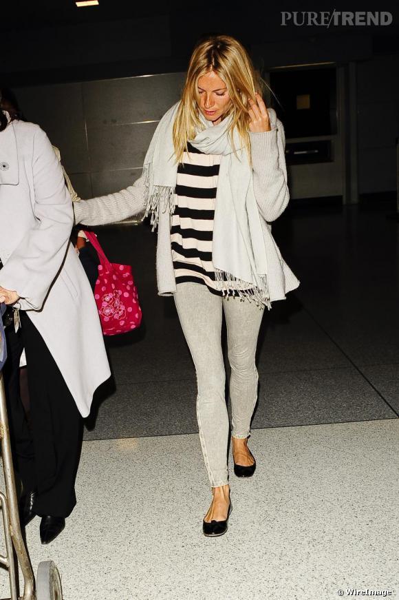 La fashionista Sienna Miller n'a évidemment rien raté de cette tendance qui lui permet d'avoir un bon look en toute occasion