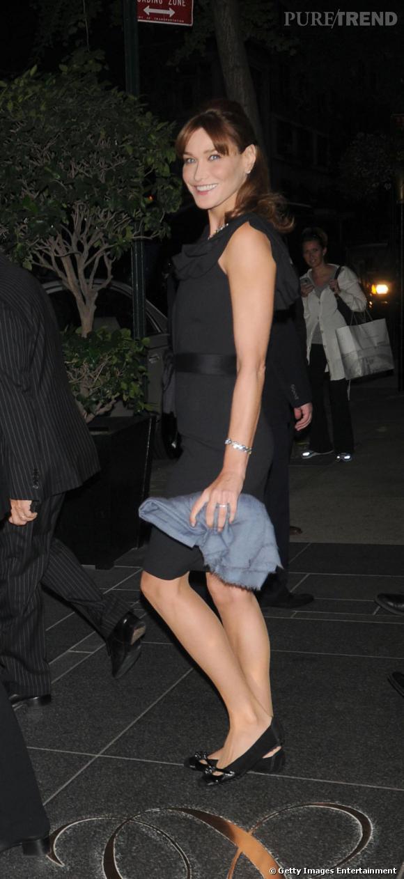 La première dame Carla Bruni est évidemment une adepte de la ballerine qui lui confère une allure BCBG à toute preuve