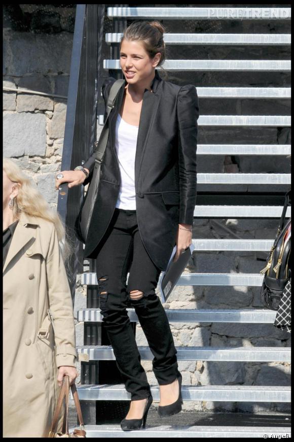 Aujourd'hui Charlotte est adepte des jean lacérés, des vestes d'hommes et des escarpins noirs. La princesse candide est devenue une fashionista.