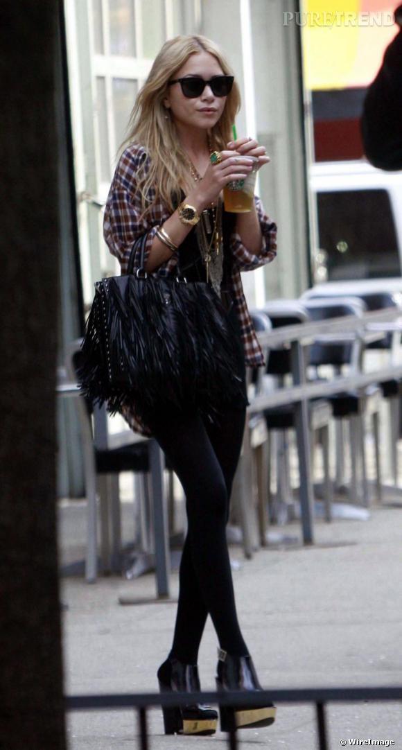 Ici, Mary Kate Olsen est au top de son pouvoir modesque. Wayfarer vissées sur le nez et platform shoes, elle n'est plus une fashion-addict mais une véritable trend-setteuse. En effet, tout ce que porte Mary Kate Olsen devient immédiatement un must-have !