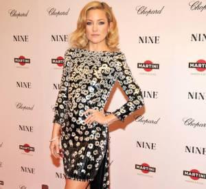 La glamour Kate Hudson s'amuse en robe futuriste