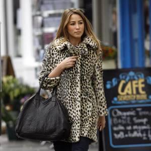L'ex-membre des S Club 7 est toujours très féminine. Ainsi, elle n'hésite pas à porter un des must have de la saison Automne-Hiver 2009-2010 : le manteau léopard.