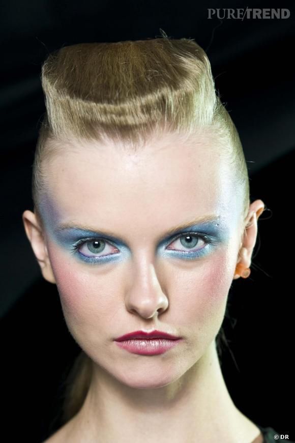 La balai brosse    Un hommage doré au balai brosse de Grace Jones. Les années 80 persistent dans notre chevelure...