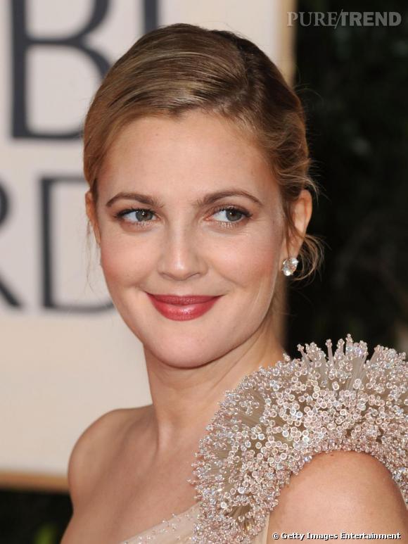 Drew Barrymore porte des boucles d'oreilles en diamants Lorraine Schwartz.