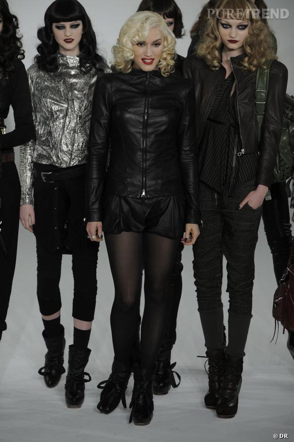 Gwen Stefani en robe de cuir à la fin de son défilé.