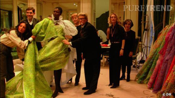 """Extrait du film  """"Yves Saint Laurent, 5 avenue Marceau 75116 Paris""""  de  David Teboul"""