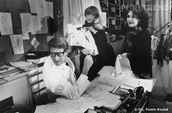 Dans le studio avec Yves Saint Laurent, Loulou de la Falaise et Anne Marie Muñoz en 1982