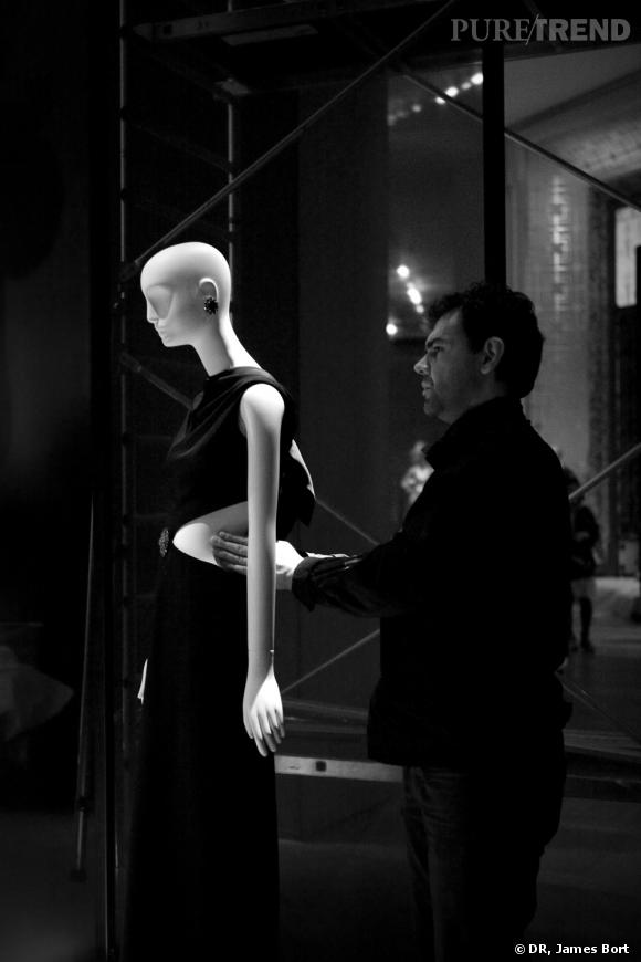 Le making-of de l'exposition Yves Saint Laurent au  Petit Palais