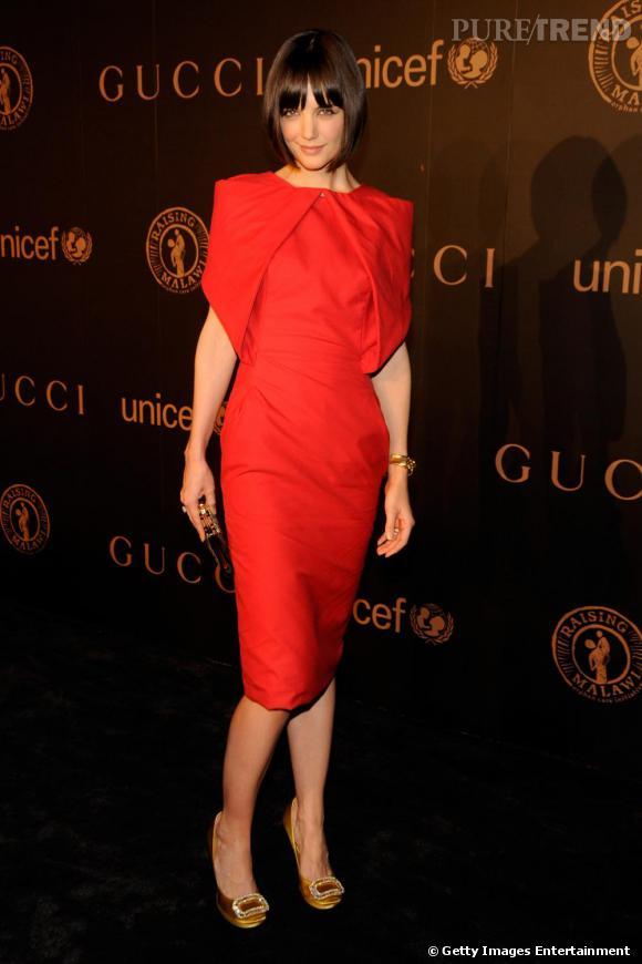 Sublime dans une robe avantageusement coupée et très chic. Bravo pour les escarpins Roger Vivier couleur or.