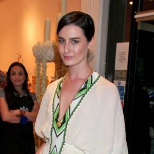 Erin O'Connor aime l'imprimé ethnique pour sa robe bohème
