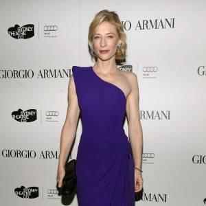 Cate Blanchett  Cate est fidèle à la maison Armani. Pour présenter le film Robin des Bois, elle pourrait fouler le tapis rouge en robe haute couture Armani Privé, comme à son habitude.