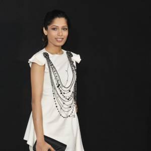 """Freida Pinto  Visage de la """"l'Oréal team"""" présente chaque année à Cannes, Freida est devenue une vraie fashionista. Adepte des robes Christopher Kane très pointue, la belle est aussi accro aux créations Chanel. La maison de la rue Cambon pourrait donc l'habiller une fois de plus pour son apparition."""