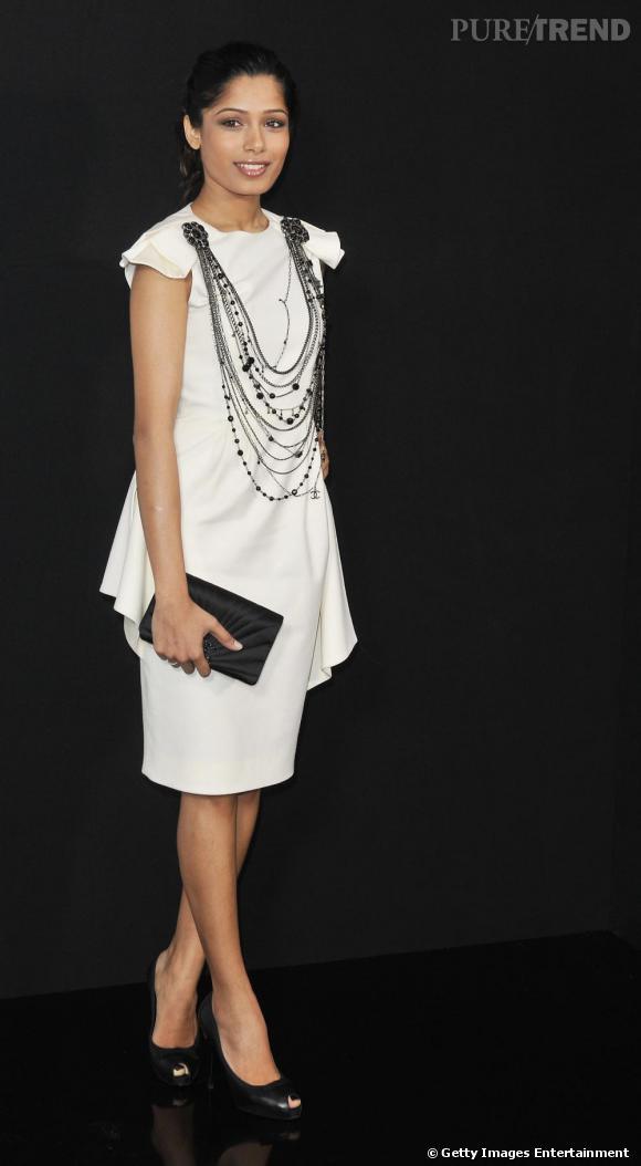 """Freida Pinto       Visage de la """"l'Oréal team"""" présente chaque année à Cannes, Freida est devenue une vraie fashionista. Adepte des robes Christopher Kane très pointue, la belle est aussi accro aux créations  Chanel . La maison de la rue Cambon pourrait donc l'habiller une fois de plus pour son apparition."""