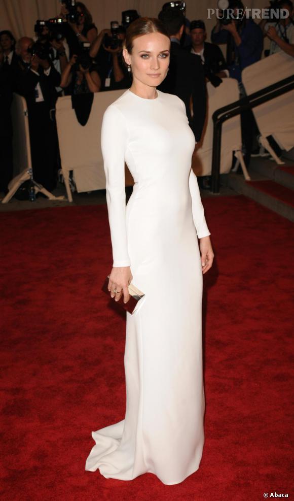 Diane Kruger       Si Diane Kruger foule les marches du palais des Festivals, ce sera certainement en  Calvin Klein . L'actrice est l'égérie du dernier parfum de la marque.