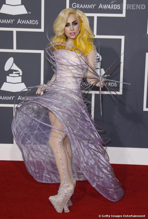 Lady Gaga       Selon les rumeurs, la Gaga devrait enflammer la Croisette lors du gala de l'amfAR. Toujours à l'affut des pièces uniques et excentriques de créateurs, elle affiche un certain penchant pour les créations Armani Privé.