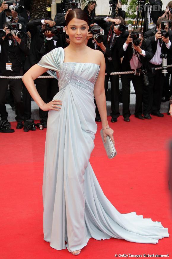 Aishwarya Rai       Une autre égérie l'Oréal de charme et star de Bollywood, Aishwarya affiche régulièrement sa préférence pour les robes scintillantes d' Elie Saab .