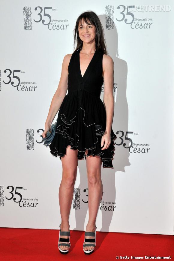 Charlotte Gainsbourg        Aucune marge d'erreur, Charlotte sera évidemment en Balenciaga. En plus d'être l'égérie de la fragrance de la marque, l'actrice est depuis des années habillée par son ami Nicolas Ghesquière.