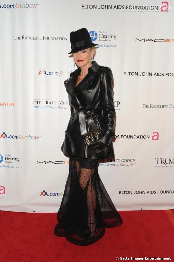 Sharon Stone       Présente au festival de Cannes chaque année pour la célèbre soirée de l'amfAR, Sharon Stone reste fidèle aux robes de John Galliano, qu'il s'agisse de la marque éponyme du créateur, ou de la maison Dior.