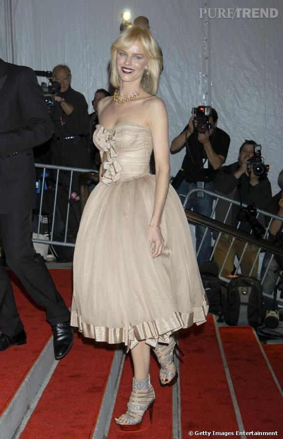 Eva Herzigova       Le supertop a toujours été très fidèle à ses amis Domenico Dolce et Stefano Gabbana sur le tapis rouge. Le Festival de Cannes 2010 sera certainement l'occasion pour elle de revêtir les dernières créations du tandem italien.