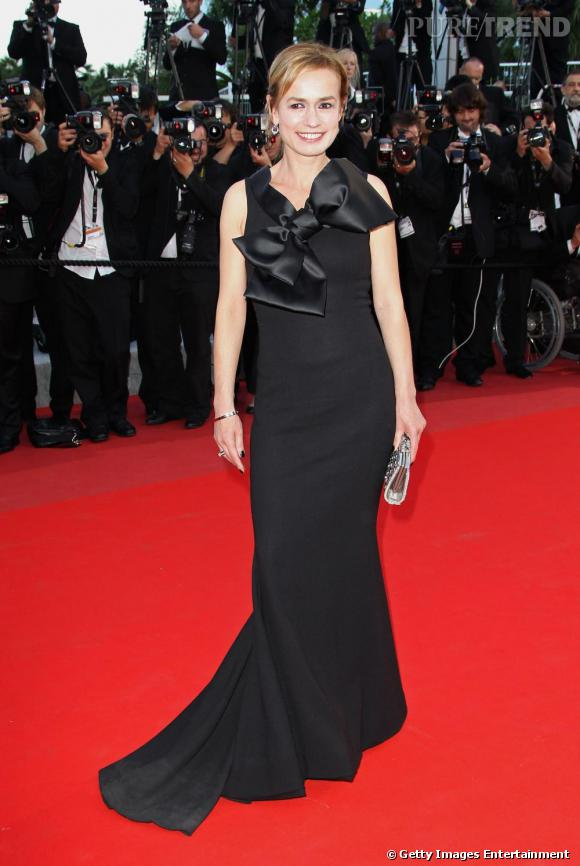Sandrine Bonnaire, très chic dans une longue robe noire