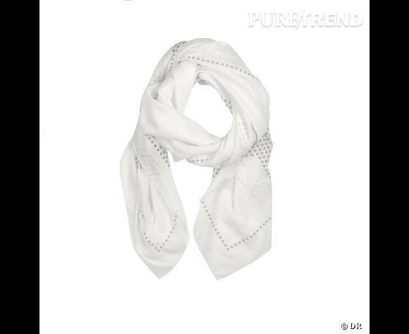 Le choix de Marijke:    Foulard Yves Saint Laurent   Prix: 411€   Sur:  net-a-porter.com