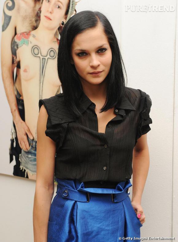 Leigh Lezark opte pour un look élégant et grunge à New York.