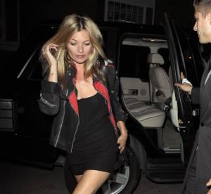 Kate Moss, une rockeuse en rouge et noir