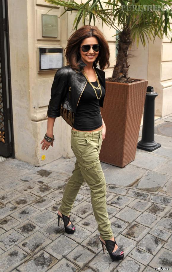 L'anglaise Cheryl Cole opte pour une version différente mais non moins sexy du cargo pants en vert clair et talons hauts