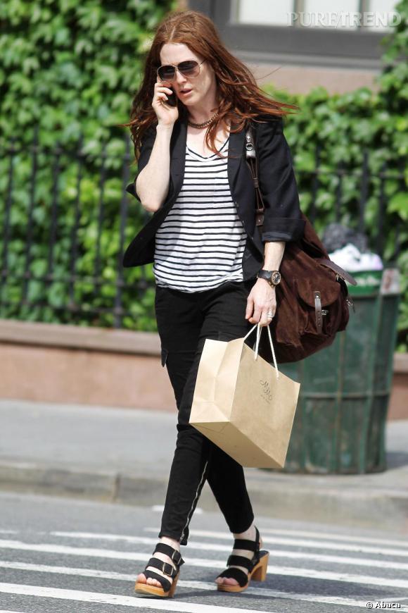 Même Julianne Moore adopte le cargo pants, mais en noir!