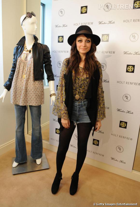 Nicole Richie : l'ambassadrice du style bohème porte sa blouse à l'intérieur d'un short taille haute.