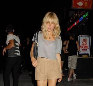 Sienna Miller ou l'art de porter le cropped top à la perfection... A shopper !